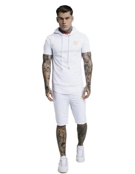 Camiseta con capucha SikSilk Blanco y detalle oro